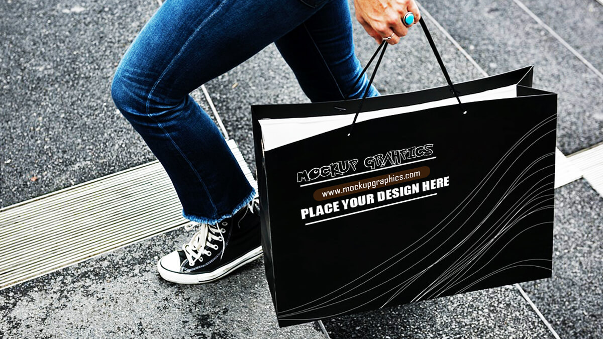 black shopping bag mockups - www.mockupgraphics.com